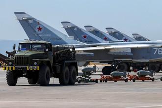 Российские военные самолеты на авиабазе Хмеймим в сирийской провинции Латакия, июнь 2016 года