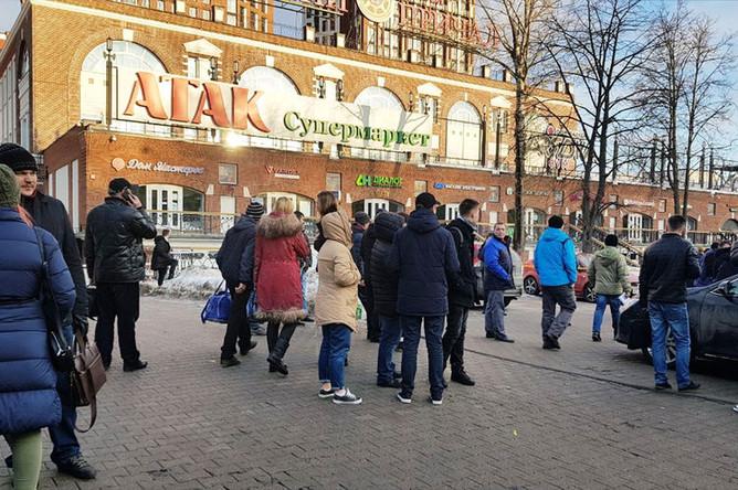 Эвакуация торговой галереи «Невский причал» в Москве, 5 февраля 2019 года