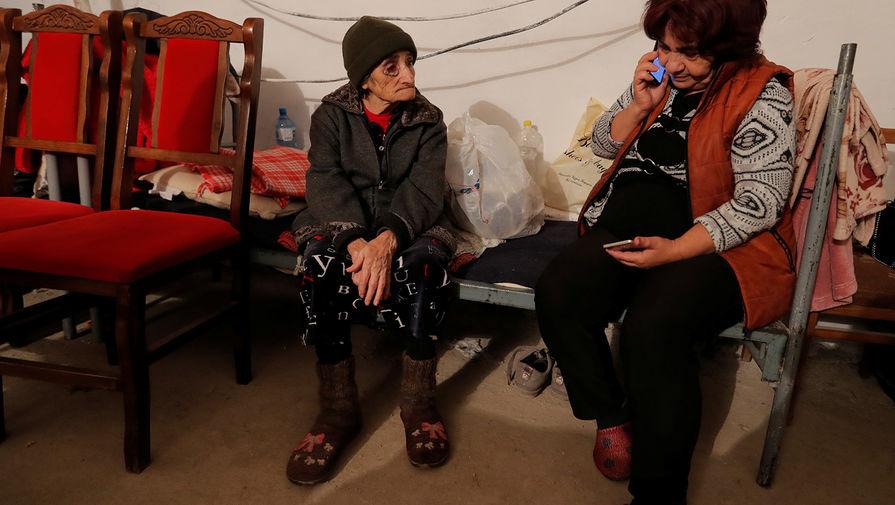 Жители Мартуни в подвале художественной школы, используемом в качестве убежища, 14 октября 2020 года