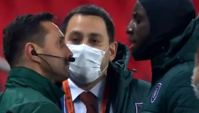 Эпизод матча «ПСЖ» — «Истанбул» с ссорой Демба Ба и Себастьяна Колцеску
