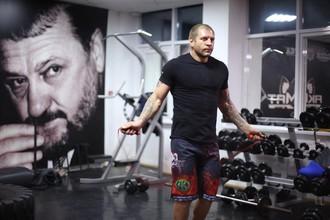 Александр Емельяненко готовится к бою с Шимоном Байором