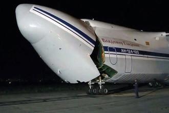 Самолет Ан-124-100 «Руслан» министерства обороны РФ, доставивший в Сирийскую Арабскую республику зенитно-ракетные комплексы С-300 (кадр из видео)