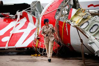 Исследование обломков хвостовой части самолета