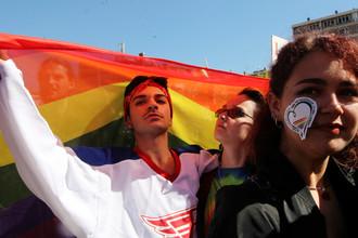 Участники парада гордости в центре Приштины, Косово, 10 октября 2017 года