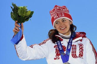 Российская биатлонистка Ольга Вилухина с серебряной медалью Олимпиады в Сочи
