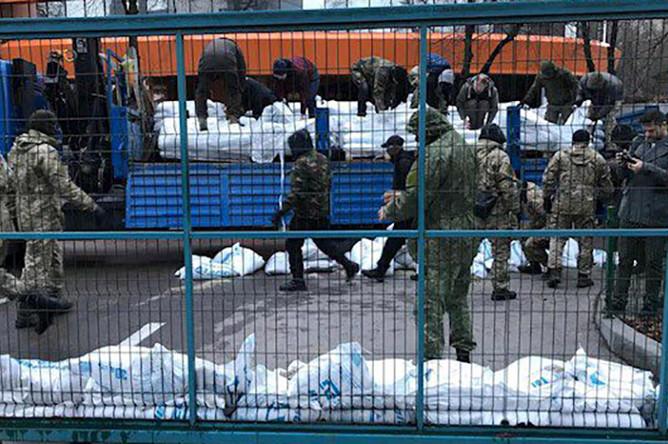 Неизвестные заблокировали телеканал NewsOne в Киеве, декабрь 2017 года