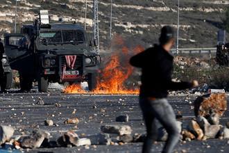 Столкновения палестинцев с израильскими военными после решения президента США Дональда Трампа признать Иерусалим столицей Израиля, 8 декабря 2017 года