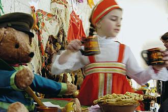 Празднование Масленицы в Кишиневском русском теоретическом лицее имени Петра Великого, 2005 год