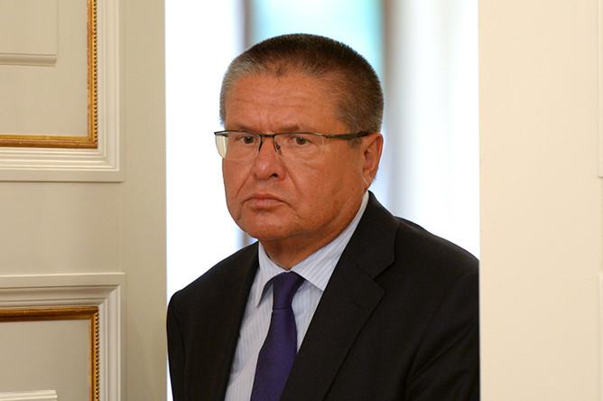 Министр экономического развития Алексей Улюкаев на совещании с членами правительства, 10 июля 2014 года