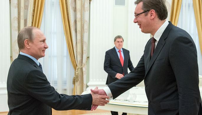 Президент России Владимир Путин и премьер-министр Сербии Александар Вучич во время встречи в Кремле...