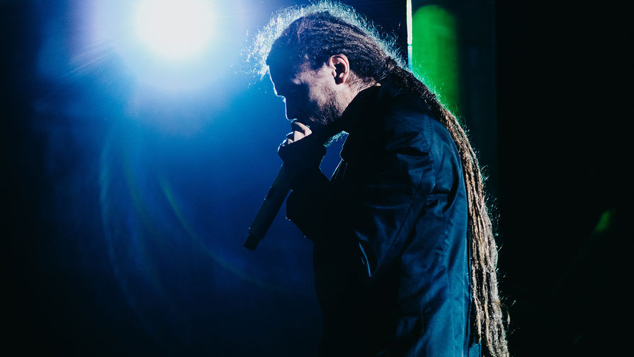 Рэпер Децл (Кирилл Толмацкий) во время выступления, 2010 год