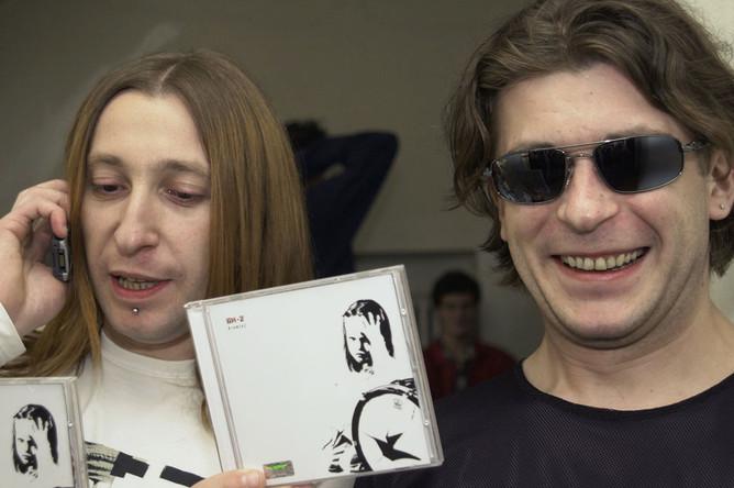 Группа «Би-2» представила сегодня свой новый альбом- «Drum(a). Москва, 2002 года