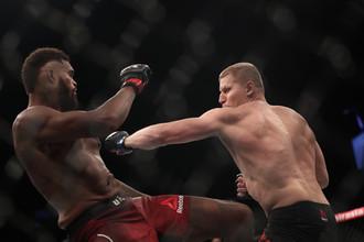 Российский боец Сергей Павлович и американец Морис Грин в поединке на UFC Fight Night 162