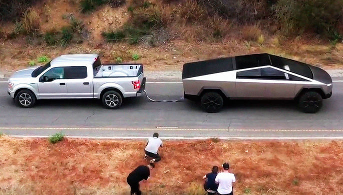 Ford против Tesla: в чем причина конфликта между двумя автопроизводителями