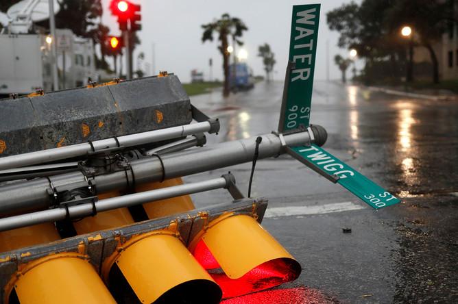 Светофор, поваленный ураганом «Харви» в Корпус Кристи, штат Техас, 25 августа 2017