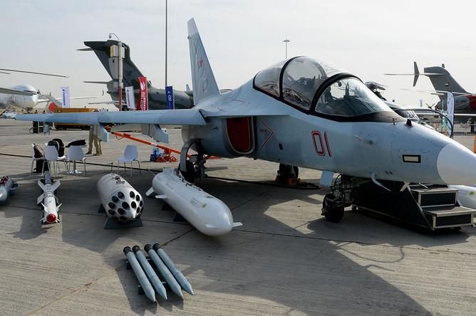 «Объединенная авиастроительная корпорация» (ОАК) начала глубокую модернизацию учебно-боевого самолета Як-130, в результате которой самолет станет в значительной степени боевым. Об этом сообщил глава ОАК Юрий Слюсарь на авиасалоне Dubai Airshow 2019
