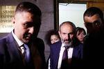 Оппозиционный политик Никол Пашинян после заседания парламента Армении вЕреване, 1 мая 2018 года