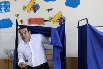Премьер-министр Греции Алексис Ципрас во время голосования