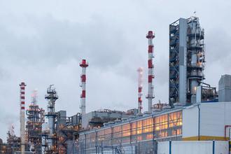 Вид на Антипинский нефтеперерабатывающий завод, входящий в состав ГК «Новый поток», в микрорайоне Антипино