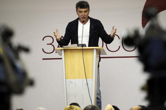 Среди зарегистрированых — всего один представитель «самонареченных» лидеров протеста — Борис Немцов