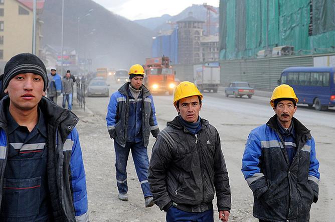 Human Rights Watch сообщает, что строительство объектов для важнейших событий привело в Россию десятки тысяч работников-мигрантов