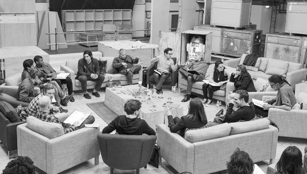 Cъемочная группа седьмого эпизода «Звездный войн» читает сценарий