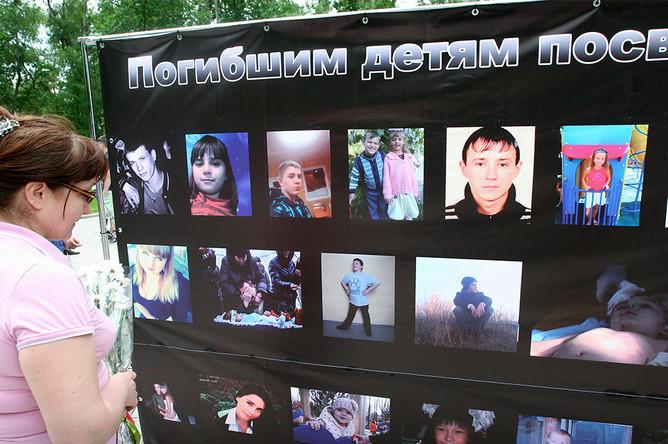 Жители Донецка в Международный день защиты детей на митинге «Мы вас помним» в память о детях Донбасса, которые погибли в результате обстрелов города