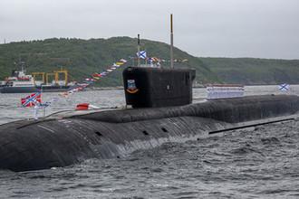 Атомный ракетный подводный крейсер стратегического назначения «Юрий Долгорукий» на рейде в Кольском заливе, 2019 год