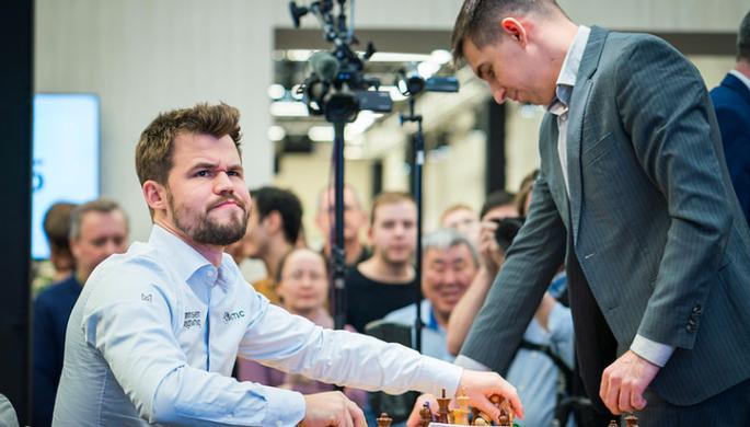 Шахматисты Магнус Карлсен и Дмитрий Андрейкин