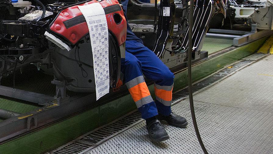 Сборка машины на конвейере завода Ford Sollers во Всеволожске