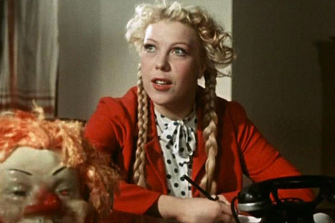 Кадр из фильма «Карнавальная ночь» (1956)