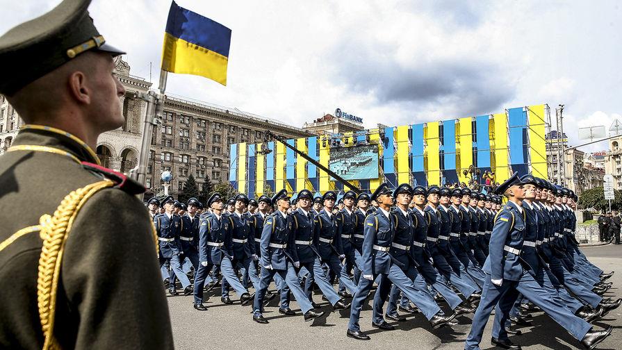 Украинские военнослужащие на параде в честь Дня независимости Украины в Киеве, 24 августа 2017 года