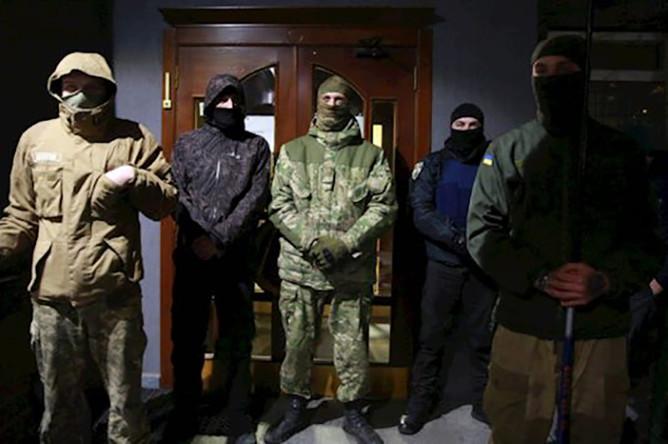 Неизвестные заблокировали телеканал NewsOne в Киеве
