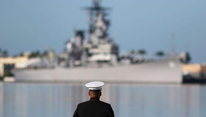 Морпех США во время церемонии, посвященной 78-й годовщине нападения Японии на Перл-Харбор, 7 декабря 2019 года. На церемонии присутствовали около десятка участников тех событий, все они приближаются к возрасту в 100 лет