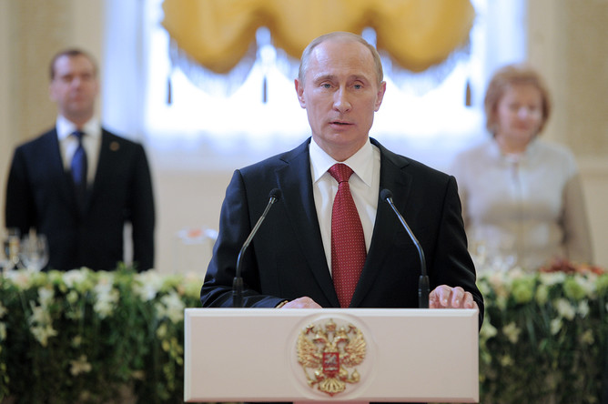 Избранный президент России Владимир Путин во время выступления на церемонии инаугурации в Андреевском зале Большого Кремлевского дворца, 7 мая 2012 года