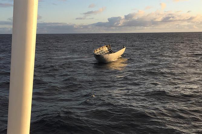 Вернувшийся на Землю обтекатель в океане после запуска ракеты-носителя Falcon 9 со спутником PAZ со стартовой площадки авиабазы Ванденберг в Калифорнии, 22 февраля 2018 года
