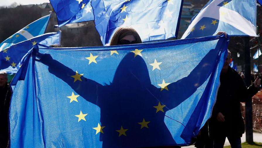 Вакцинированных туристов в ЕС не освободят от соблюдения мер по коронавирусу