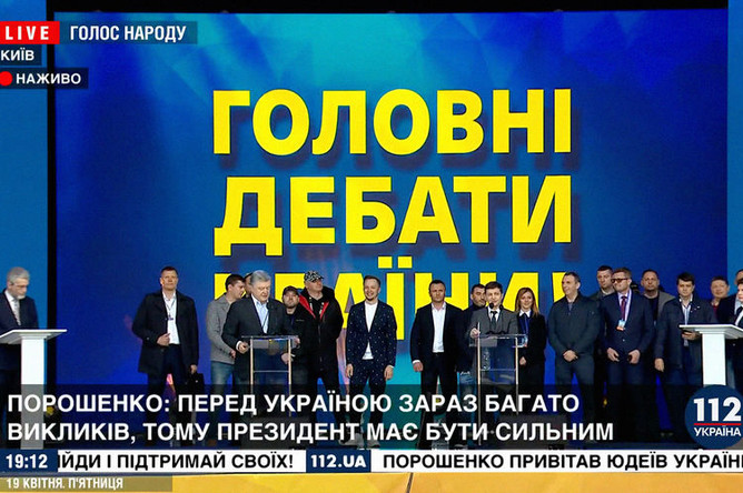 На стадионе «Олимпийский» в Киеве во время дебатов между действующим президентом Украины Петром Порошенко и его соперником в президентской гонке Владимиром Зеленским, 19 апреля 2019 года