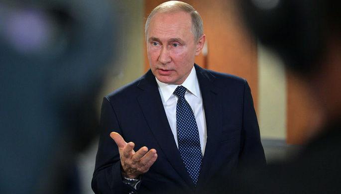 Президент России Владимир Путин общается с журналистами в рамках II Глобального саммита по производству и индустриализации GMIS-2019 в МВЦ «Екатеринбург-Экспо», 9 июля 2019