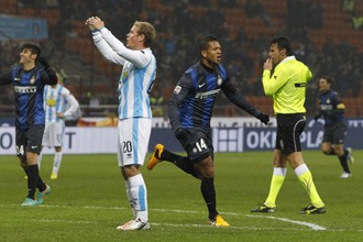 Миланец Фредди Гуарин только что забил второй мяч в ворота «Пескары»