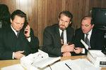 1996. Иван Рыбкин, Ахмед Закаев и Борис Березовский во время встречи вГрозном.