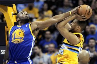 Игроки «Голден Стэйт» не давали дышать баскетболистам «Наггетс»