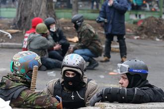 Сторонники оппозиции во время беспорядков в центре Киева