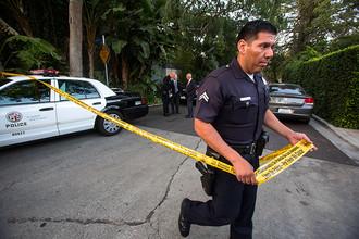 Полицейский около дома Эндрю Гетти в Лос-Анджелесе