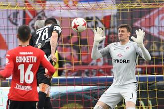 Илья Максимов забивает второй гол в ворота Сергея Песьякова