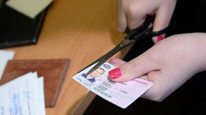 Путин подписал закон о повышении пошлины на документы нового образца