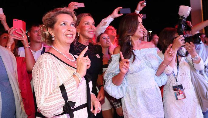 Супруга премьер-министра России Светлана Медведева на вечеринке «White Party» в рамках международного конкурса молодых исполнителей популярной музыки «Новая волна-2018» в Сочи