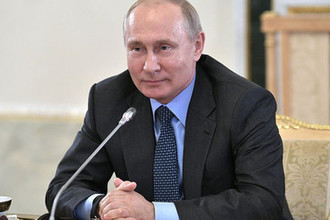Президент России Владимир Путин во время встречи с руководителями информагентств в рамках экономического форума в Санкт-Петербурге, 6 июня 2019 года