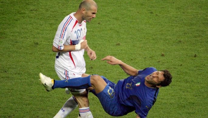 Зинедин Зидан только что ударил Марко Матерацци в финале ЧМ-2006
