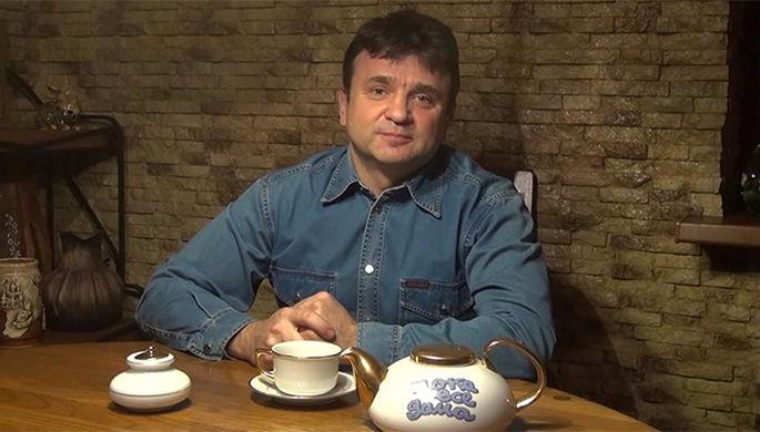 Бессменный ведущий передачи «Пока все дома» Тимур Кизяков